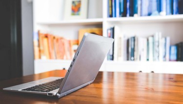 laptop-on-desk-library