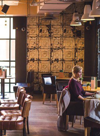 Mitchells & Butlers SEO case study header image showing inside of Harvester restaurant
